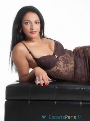 Yasmine Experte en Massage , vous prodigues des massages envoutants Sensuel Naturiste Personnalisé
